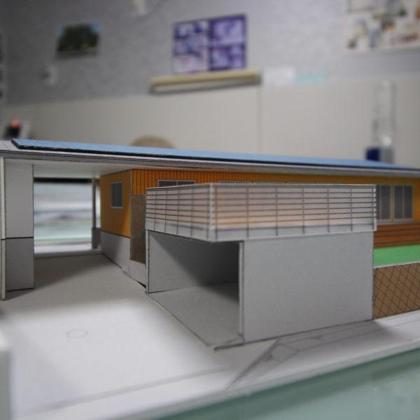 急傾斜地に建つ眺望重視のビルトイン住宅
